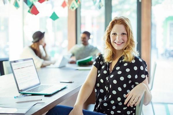 kvinna-vid-dator-2.jpg