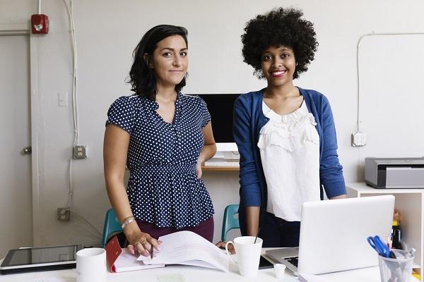 kvinnor-vid-dator.jpg